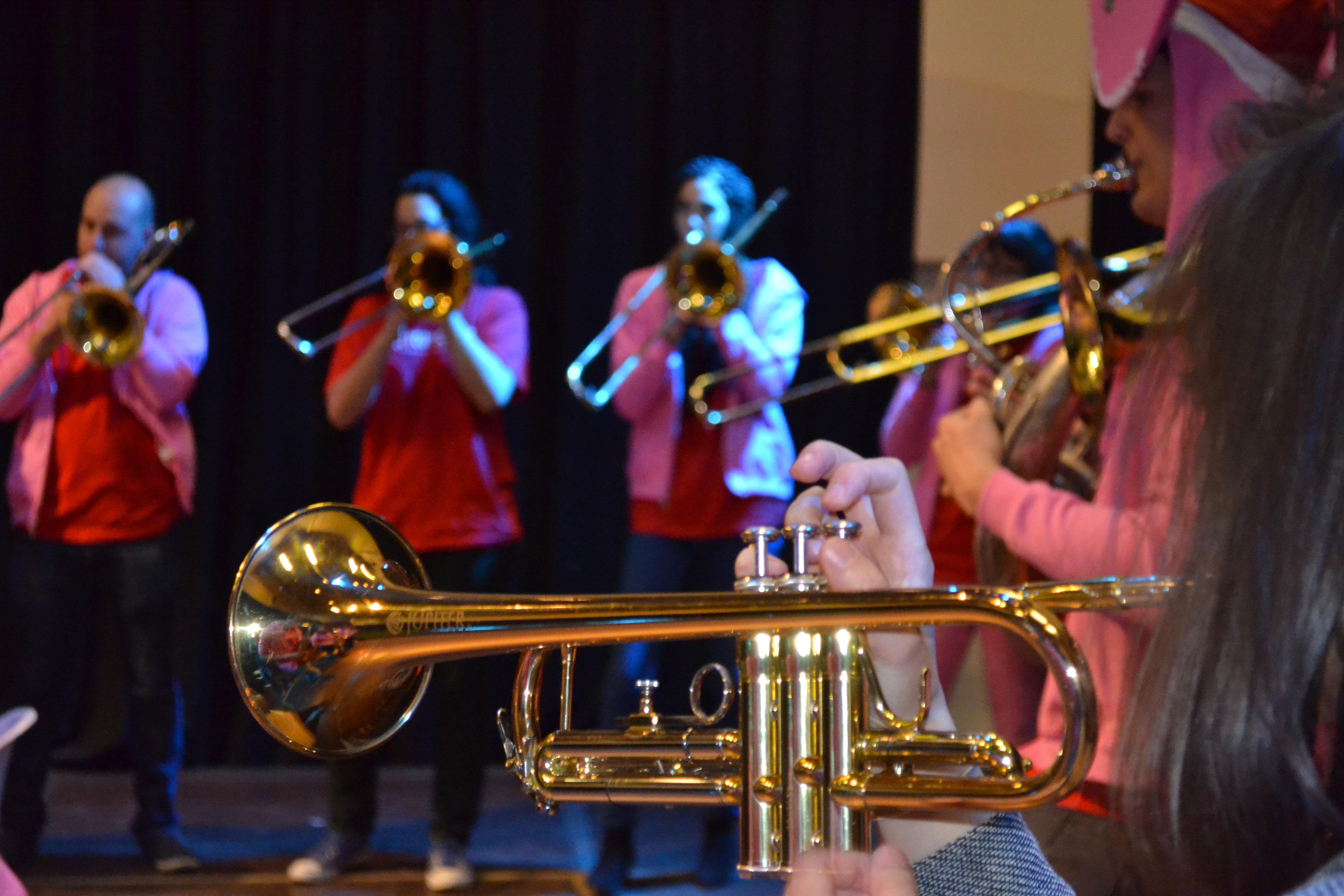 Des trompettes ainsi que des trompettes et également des trompettes !