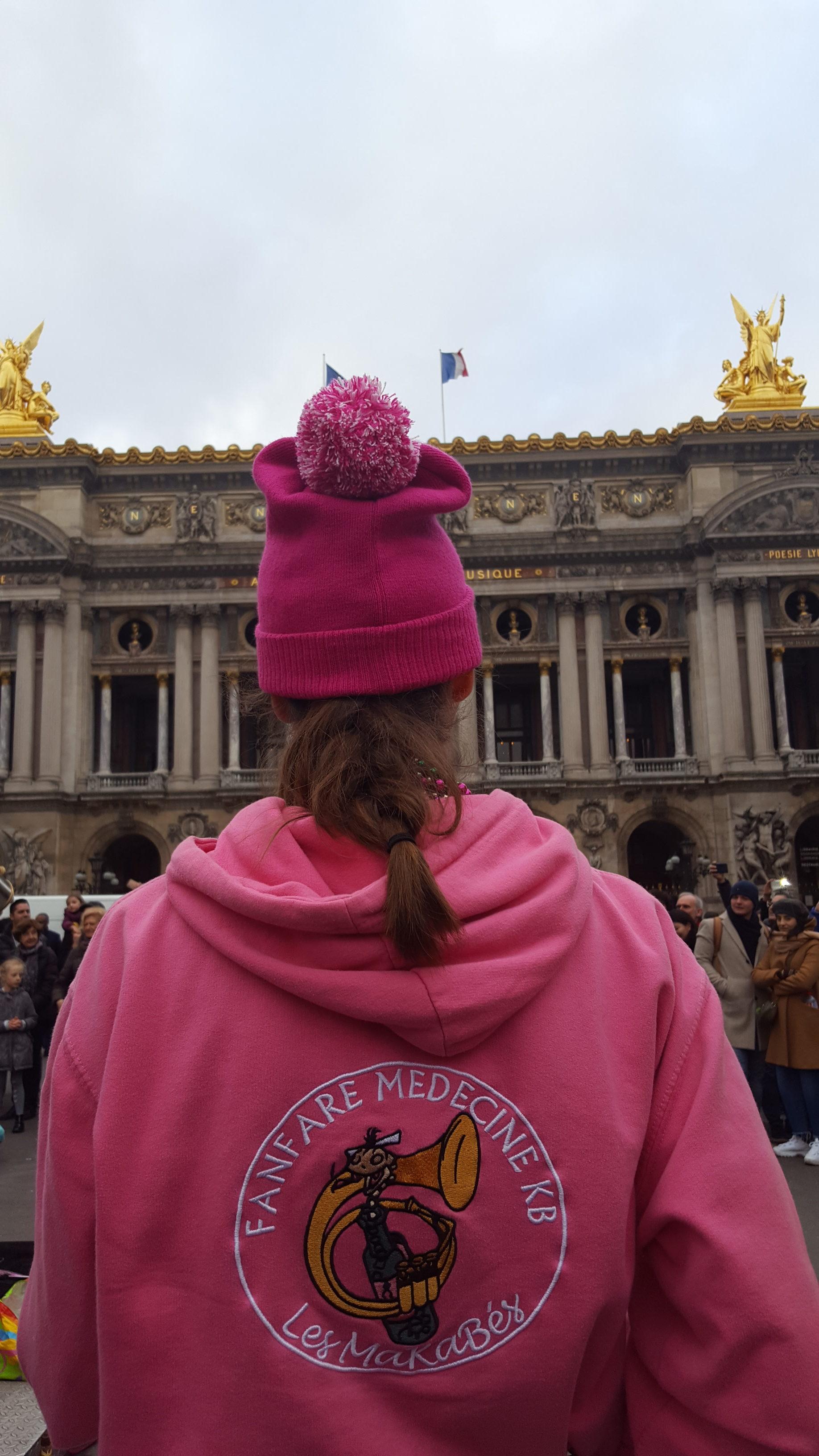 Photo d'Orianne avec le nouveau bonnet MKB