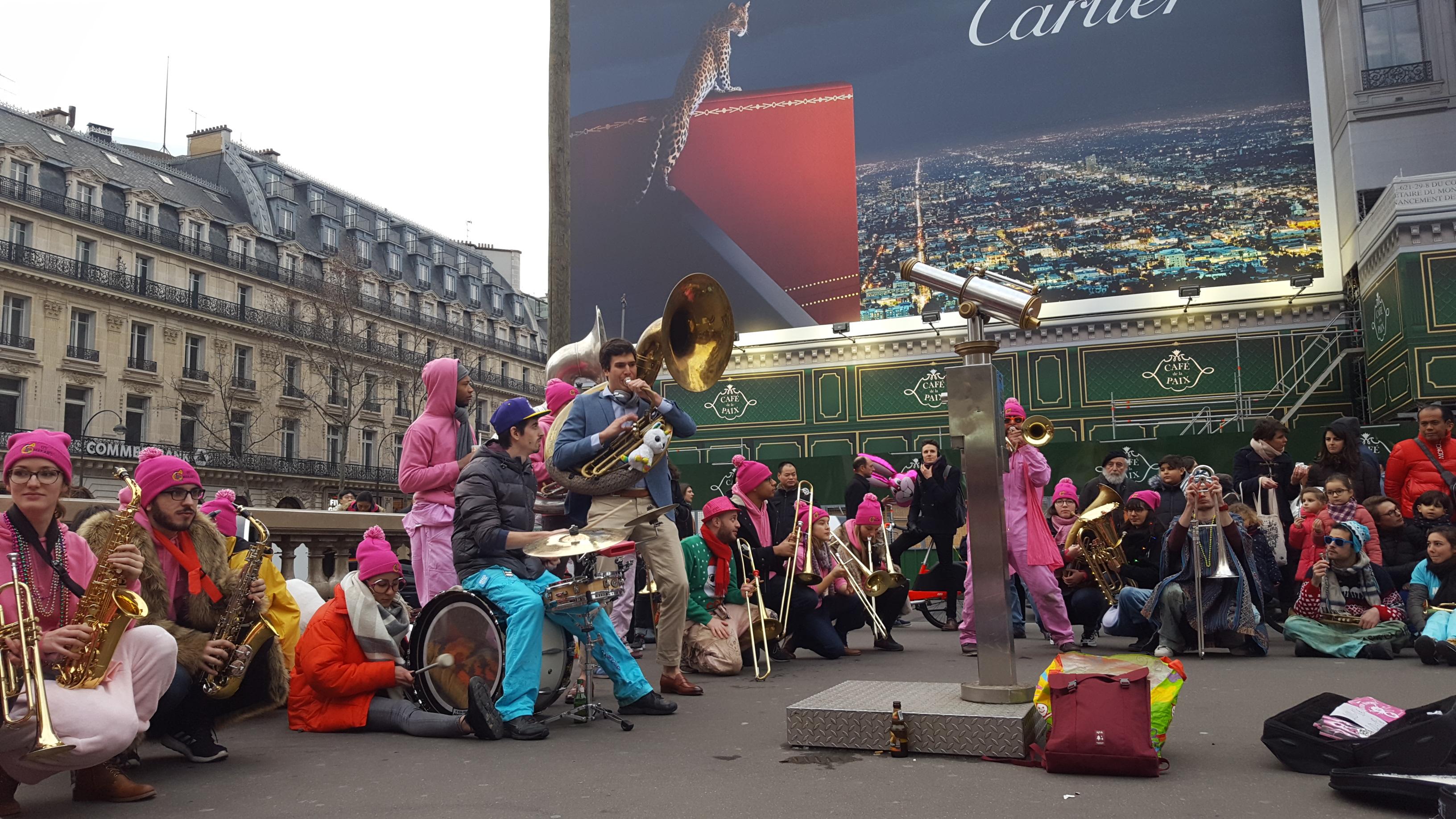 MaKaBés et Moktars ont ainsi joué toute l'après-midi sur la Place de l'Opéra.