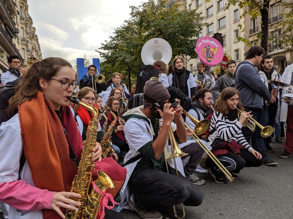 Les MaKaBés à la manifestation pour la sauvegarde de l'Hôpital Public